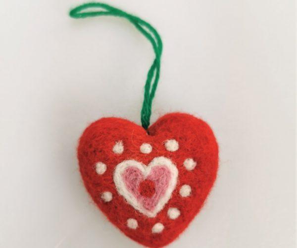 Tovet Hjerte, Rød